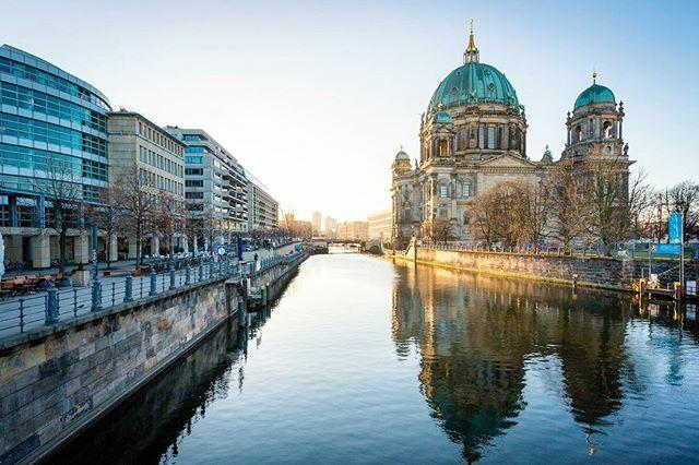 Berlin Cathedral and sunrise. • • • • • #berlin #igersberlin #berlinstagram #ig_berlin #visit_berlin #germany #berlincity #diestadtberlin #berlinstyle #deutschland #ig_berlincity #berlinpage #berlincalling #ig_deutschland #berlino #berlinbreeze #… https://ift.tt/2TQ0agQpic.twitter.com/h4JvVHhcUu