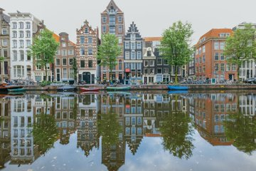 #Amsterdam is building a region where citizen well-being and economic growth go hand in hand. Find out how to join forces with the companies, knowledge institutes and public organisations making it one of the 's most #sustainable innovation hotspots:  https:// bit.ly/2xCQFFM     <br>http://pic.twitter.com/XqrS7VkCkw