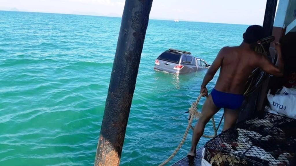 Unsecured #Pickup Rolls off Inter-Island Ferry Bound for Phuket -  -  -An ... -#FallsOffFerry #PhuketThailand