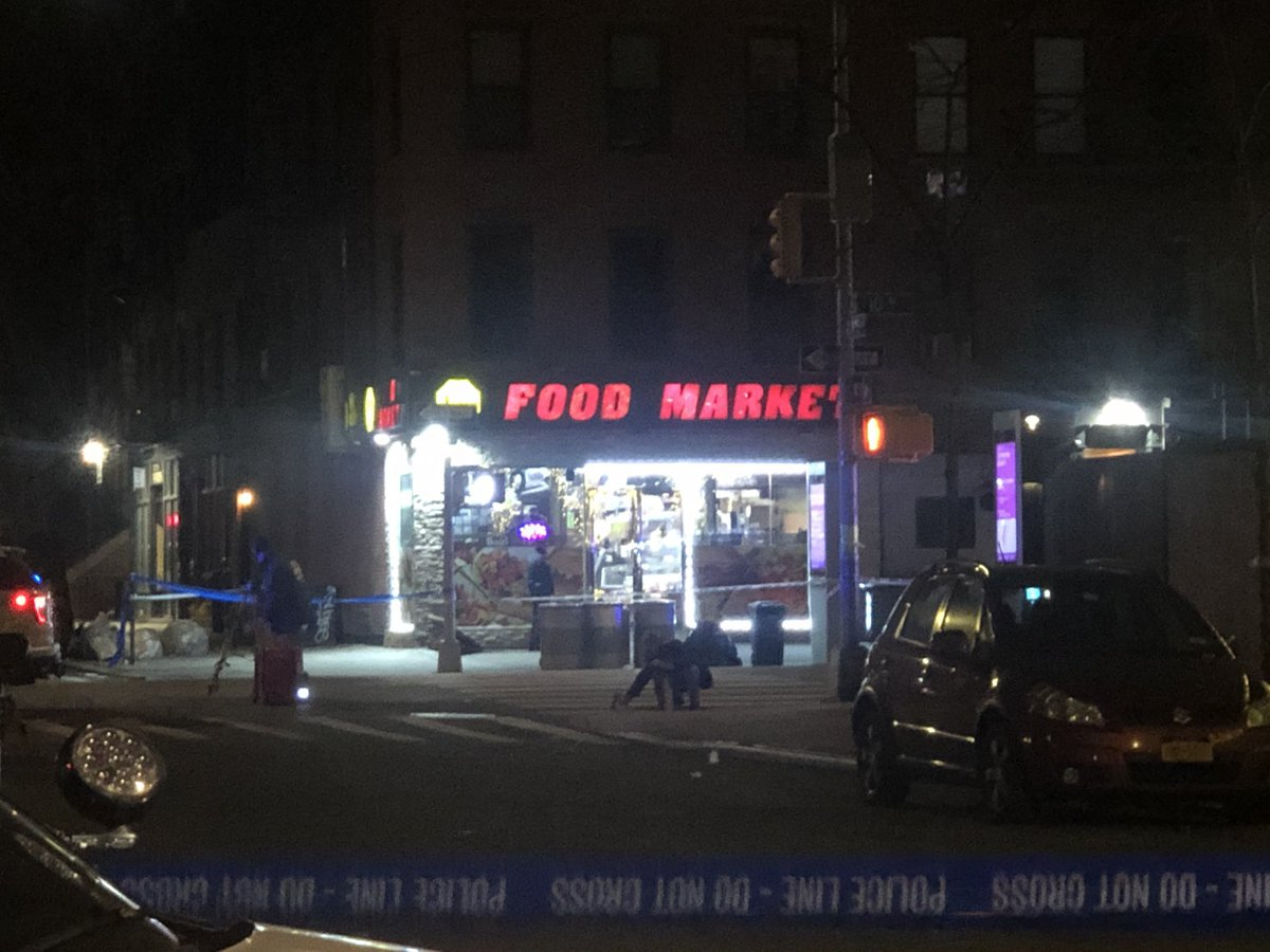 This is the convenience store on 10th Ave & 51st where police say the shooting happened. twitter.com/pix11news/stat…