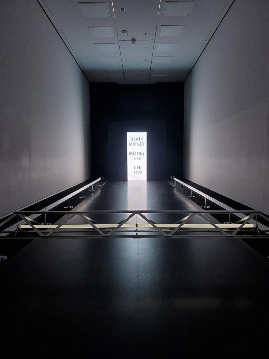 test ツイッターメディア - 東京都現代美術館で開催中の『DUMB TYPE』目の前の展示よりも、それを観てあの人頭の中で今どんな言葉を並べているの?の方に気持ちが動いちゃって完全に人間観察。  お金、愛、生きる、死。 永遠のテーマであるのだ。 https://t.co/E3SFEk2JD9
