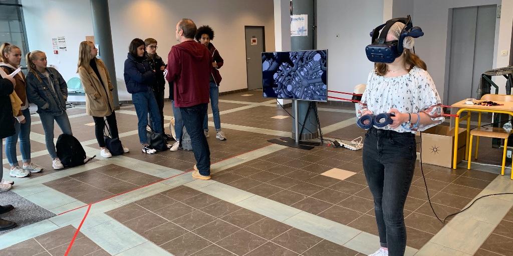 ‼️Visite des élèves du Lycée Mezeray pour tester la réalité virtuelle avec #Nanorêve: à la découverte de l'infinement petit ! #RéalitéVirtuelle  ▶️https://t.co/SQdYIZCWyZ @INC_CNRS @ENSICAEN @normandieuniv @Universite_Caen @Reseau_Carnot @CNRS @Carnot_ESP @CNRS_Normandie