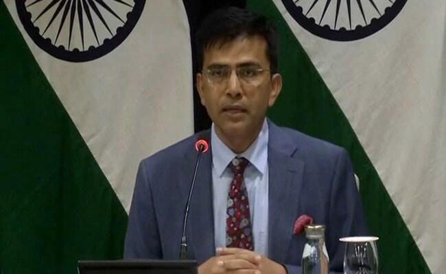 """He's desperate"": India slams Imran Khan for raising Kashmir at Davos meet.https://www.ndtv.com/india-news/india-slams-imran-khan-for-raising-kashmir-at-davos-meet-he-is-desperate-2168612…"