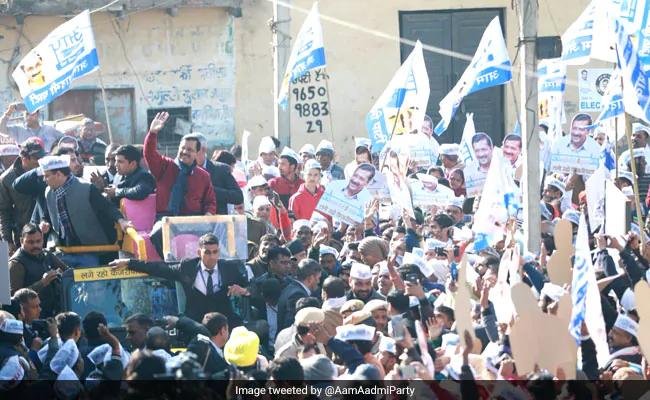 In battle for Delhi, Arvind Kejriwal, Amit Shah crisscross Matiala.https://www.ndtv.com/india-news/arvind-kejriwal-amit-shah-crisscross-matiala-in-battle-for-delhi-2168608…#DelhiElections2020 #DelhiElections