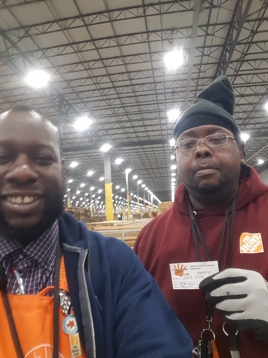 Thanks Jessie, Tamara, and Eric for working Safely and setting an excellent example for others to follow. #SafetyFirst <br>http://pic.twitter.com/wekHbRIlHn – à Home Depot RDC Lake Park Ga