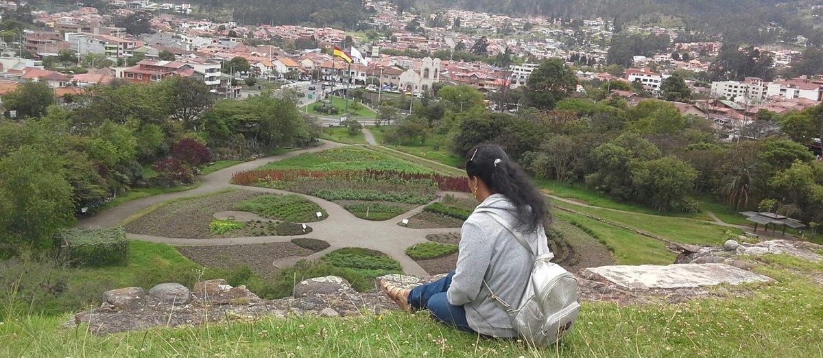 Repost #MPiedadZumba . Bordo verde | En conexión con los itos de la #Cuenca particular.#VidaCósmica15  #Azuay #Ecuador .#Natural #Green #Girl #Culture #pumapungo #therapy #TBT #photooftheday  #likeforlikes #instagood #instatravel Ph: DErikA