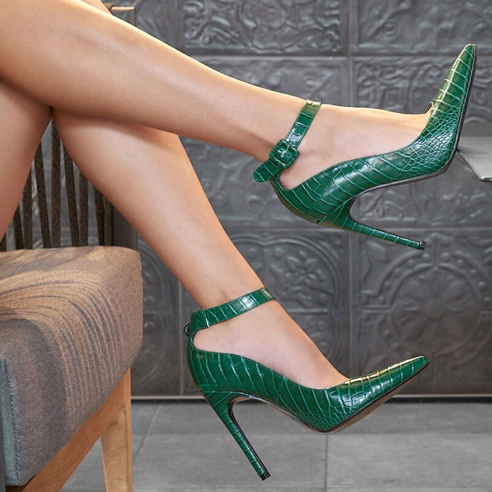 È croco mania! Indossa le décolleté verdi effetto coccodrillo firmate #PrimadonnaCollection 💚 Ora possono essere tue con lo sconto del -70%! #ShoesLovers https://t.co/fai4xEWzmE