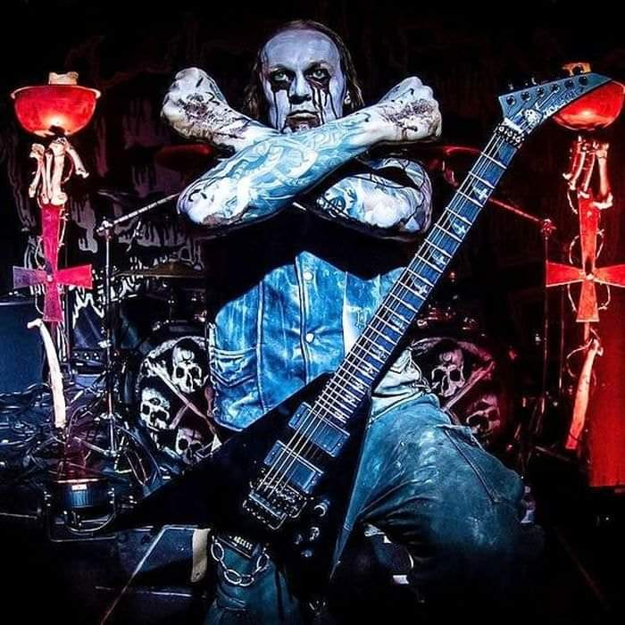 #goodafternoon #Metalheads #Rockers #MetallicaFans #GunnersFans #KISSARMYROCKS #SlayerFans #IronMaidenFans #ACDCFans #SlipknotFans #metalfamily #metalnation etc... pic.twitter.com/CzpM3QBssT