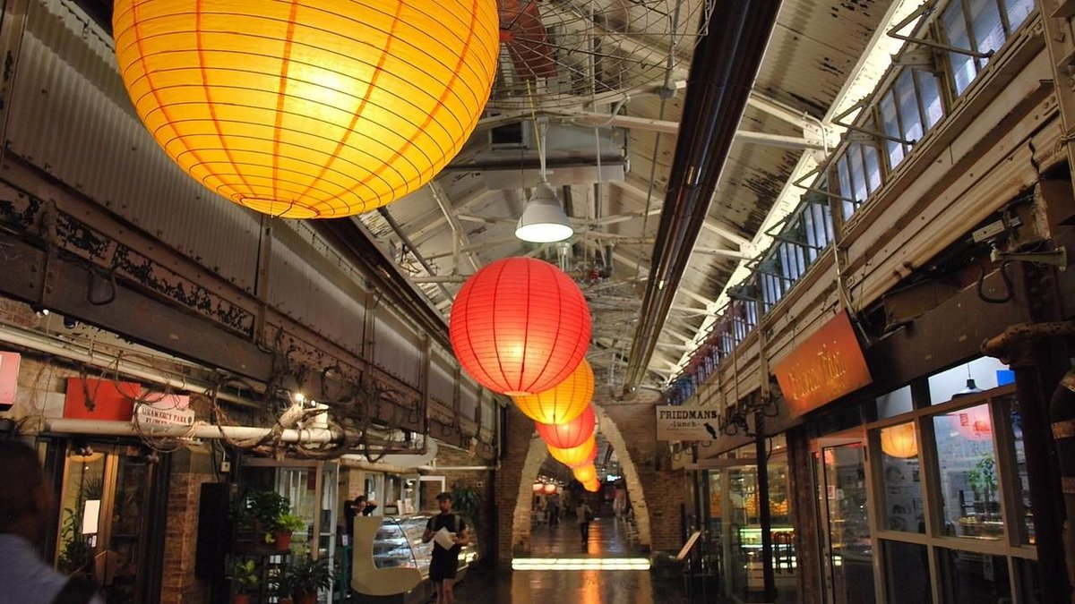 Do you ever feel like it's impossible to pick a restaurant that your entire family or group agrees on?   Fortunately there are some amazing food halls popping up all over #NYC.   Here are 5 of the best.   https://buff.ly/2R7mRKO   #newyorkcity #travelNYC pic.twitter.com/9QVdV6qzML