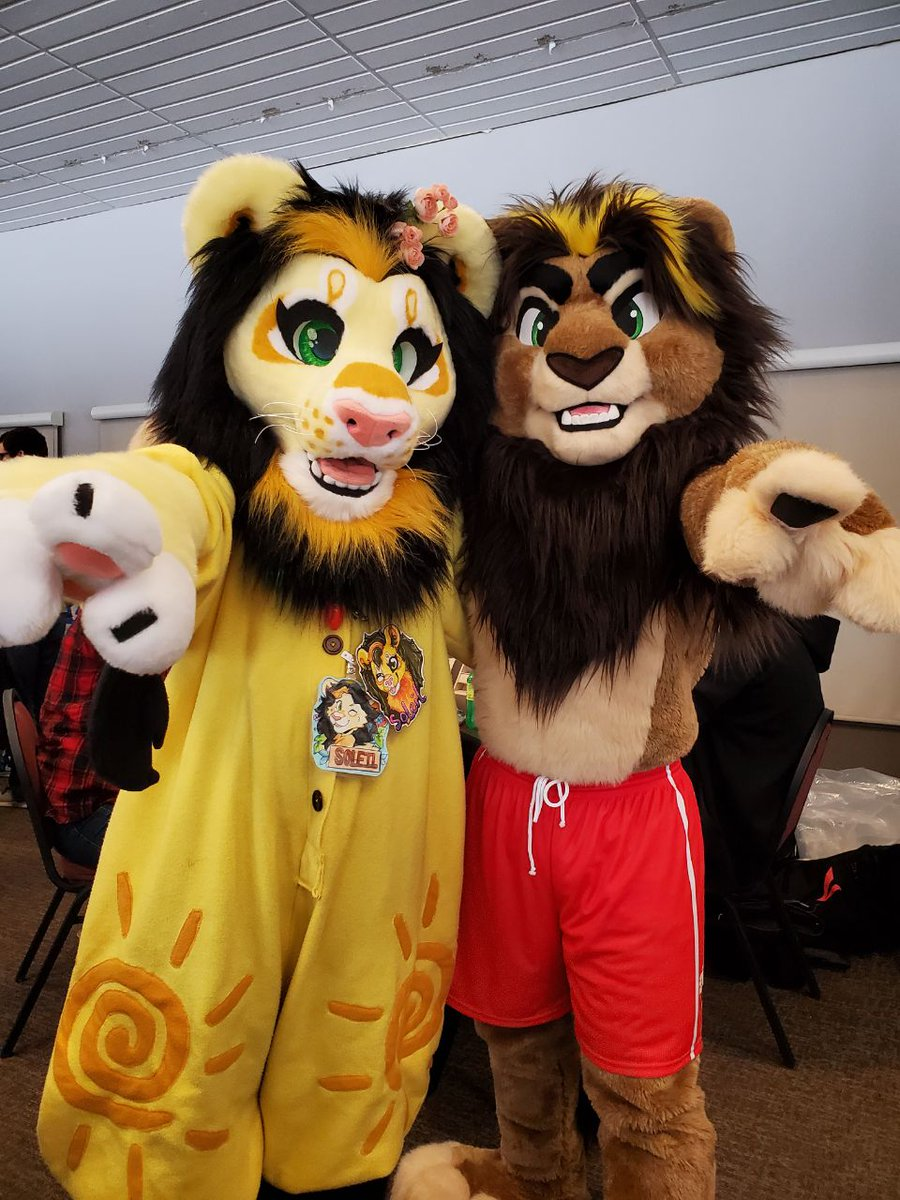 I got to see this fluffy lion @nbowa! (Thank you for letting me get a photo with you! I'm sorry for pouncing at ya the second I saw you!)  #furryfandom #furry #fursuiter #DHC #battitudestudios #lions #Roaring20s #fluffy<br>http://pic.twitter.com/xCcyYZxdXg