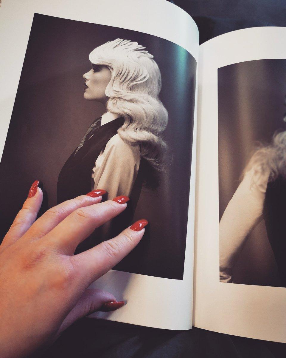 Retro blondes waves for me#blondehair #whiteblonde #hairstyle #retrostyle #blondewaves #Hollywood #glamorous #besthairstylist #bestcolorist pic.twitter.com/ieMHCqco07