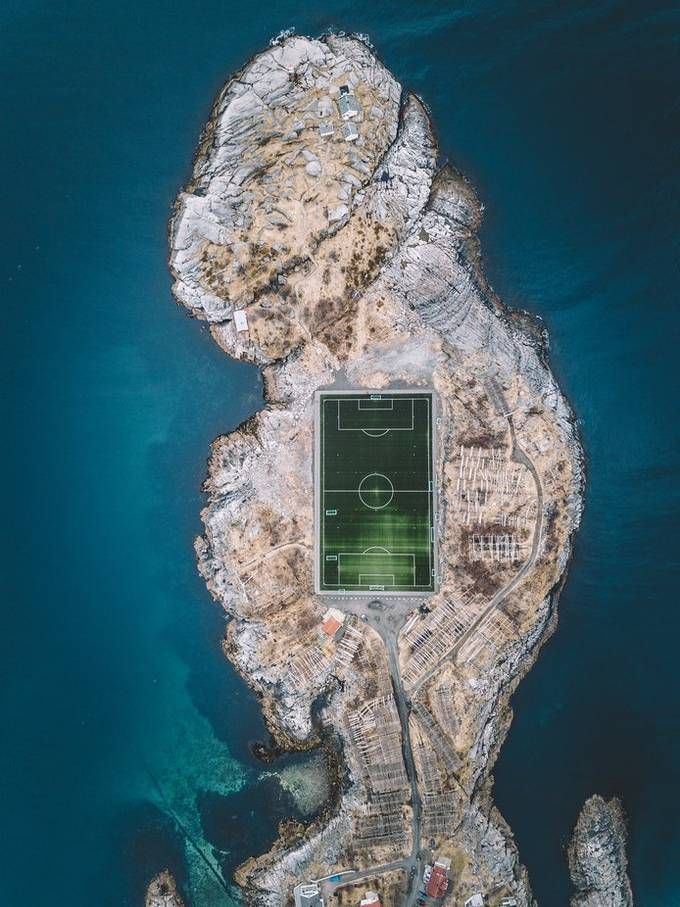 Community Spotlight: 'Pitch blue.' by canipel https://buff.ly/2Nf6o5S
