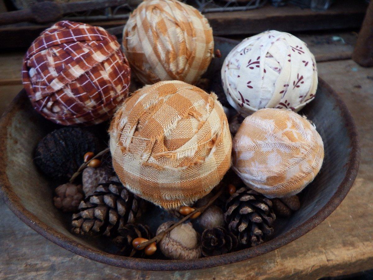 = 12 FaRMHouSE RAG BALLS Primitive Rustic Homespun Bowl Filler Ornie Tucks
