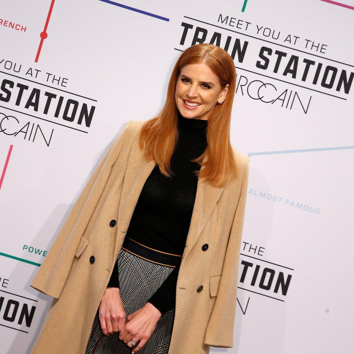 Sarah Rafferty na Semana de Moda de Berlim de 2019. . Sarah Rafferty attends the 2019 Berlin Fashion Week.  #SarahRafferty #DonnaPaulsen #Suits #SuitsUSA #BerlinFashionWeek #Berlim #Berlin #FashionWeek #SemanadeModapic.twitter.com/FrKolENFtQ