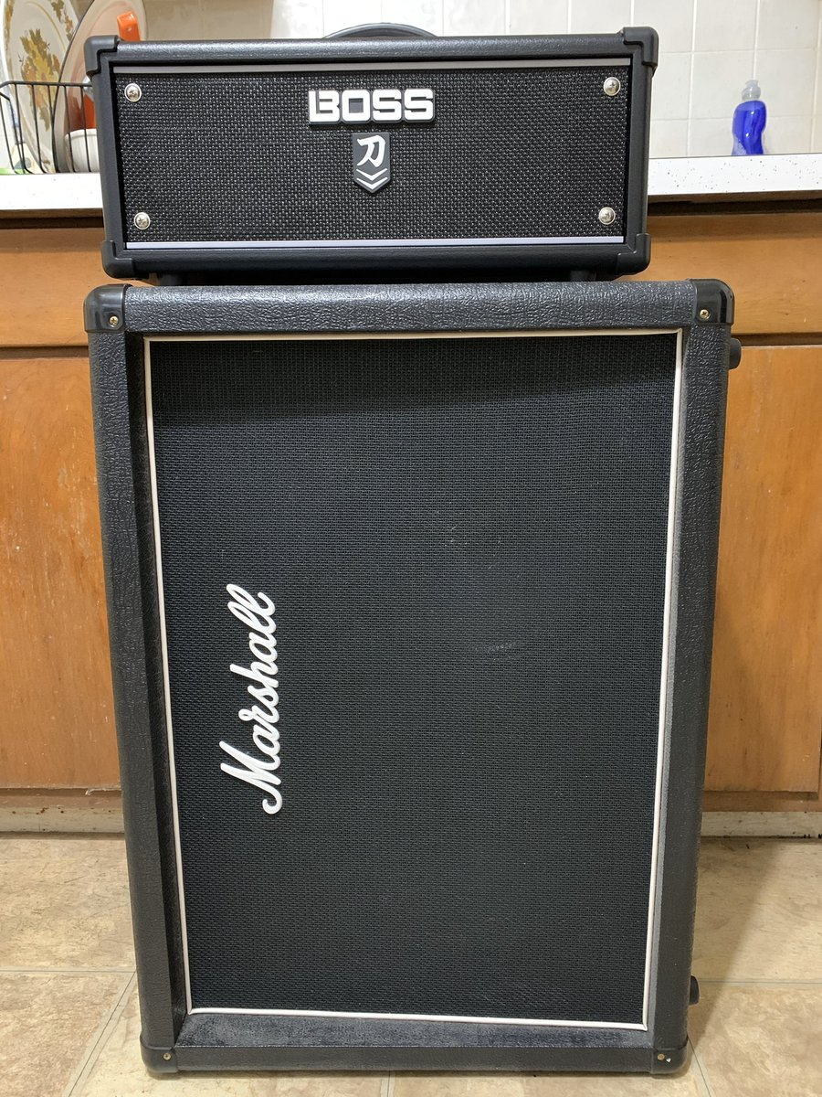 My new Boss Katana MKII Head fits great on top of my Marshall 2x12 (loaded with a Celestion V30 & a Celestion G12H-75 Creamback)! #bosskatana #newgearday #sweetwater #celestion #celestionspeakers #guitaramp #guitaramps pic.twitter.com/ZTqnUonYd0