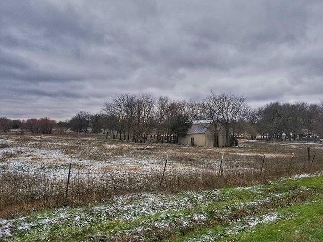 First snow of the decade.  Taken this morning.  #instagramtexas #texasinstagram #Texas #igtexas #vanishingtexas #ig_countryside #texas_ig #rural #rsa_rural  #texas #jj_lonestartx  #rsa_rurex #rsa_outdoors #weather #ipulledoverforthis #renagade_rural #trb… http://bit.ly/30b5j4gpic.twitter.com/knM8TFIu5y