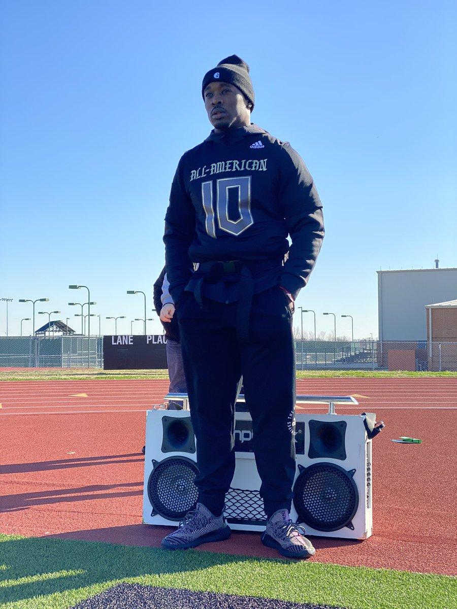 The Coach behind @Fast7v7 .... @RoSimonJr ... @Pylon7on7 @EliteX360  . . #TexasSpeed #elitex360 #AllAmerican #PYLON7ON7  #TEAMADIDAS #7ON7  #ELITEATHLETES #ELITEX360pic.twitter.com/E70grJRHQQ