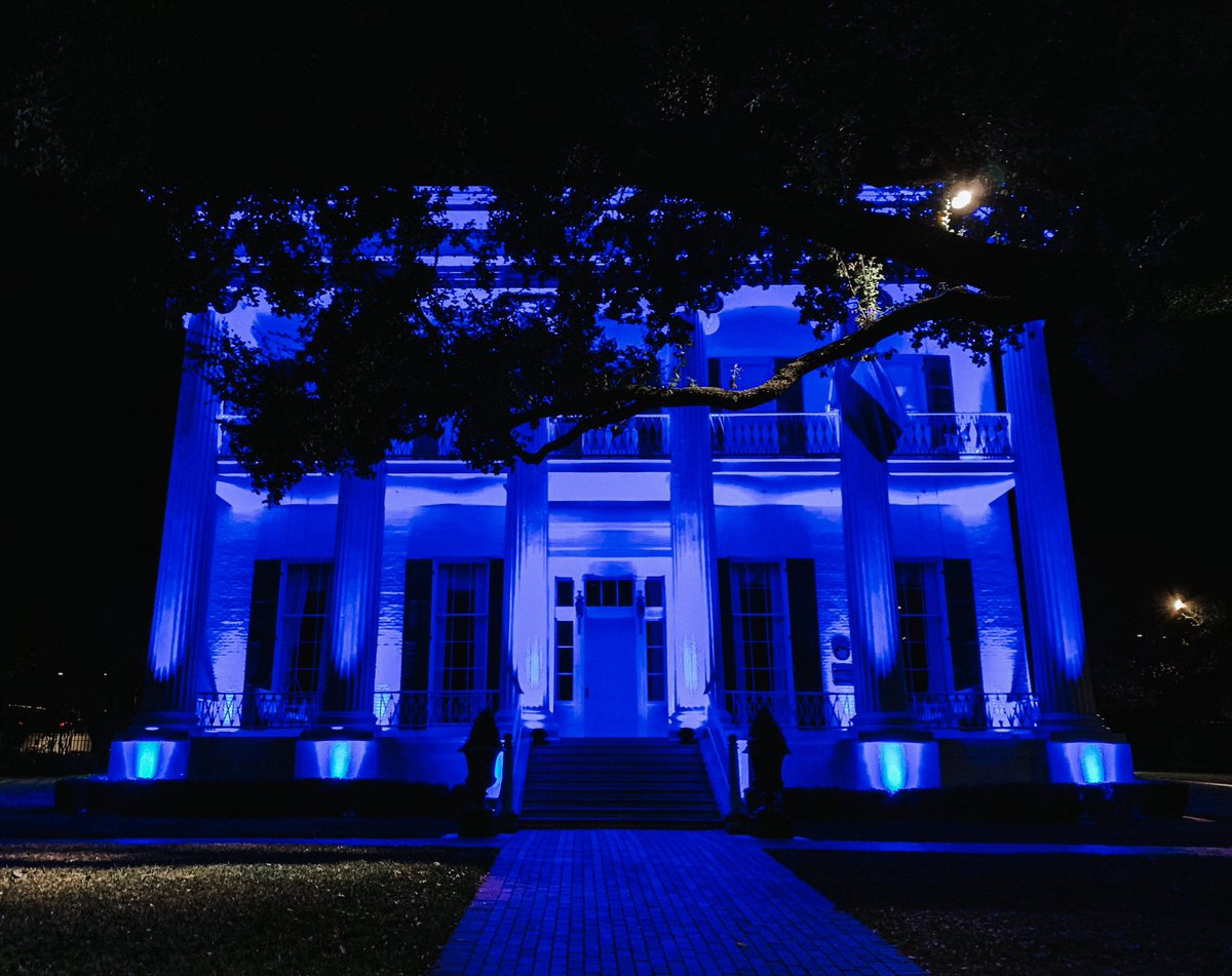 The Governor's Mansion is lit blue tonight for #HumanTraffickingAwarenessDay. Texans will continue to be on the frontlines of eradicating this terrible injustice and bringing support to the victims.