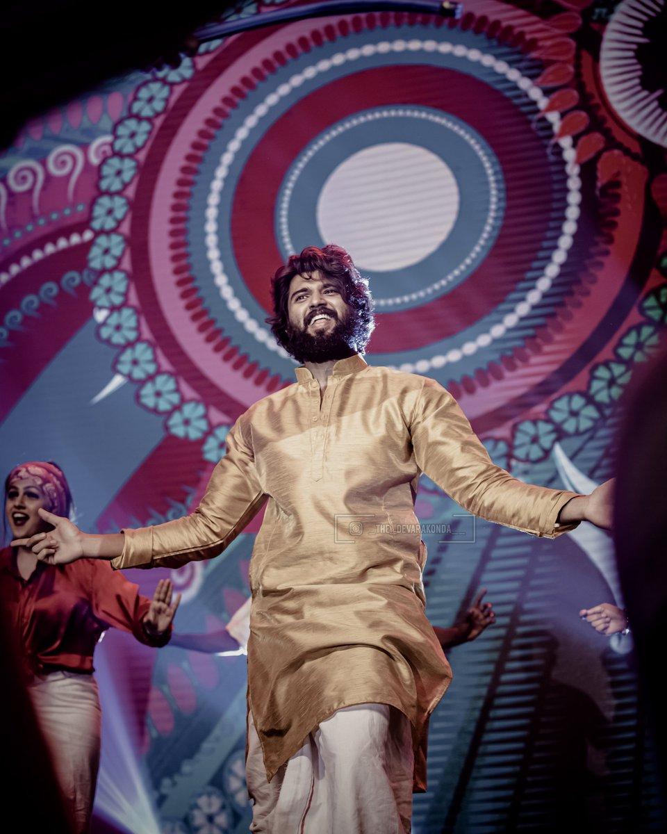 #Throwback to #DearComradeMusicFestival and Waiting For #WorldFamousLover #WFL #VijayDeverakonda @_thedevarakonda @TheDeverakondapic.twitter.com/ImDRi2YM8R