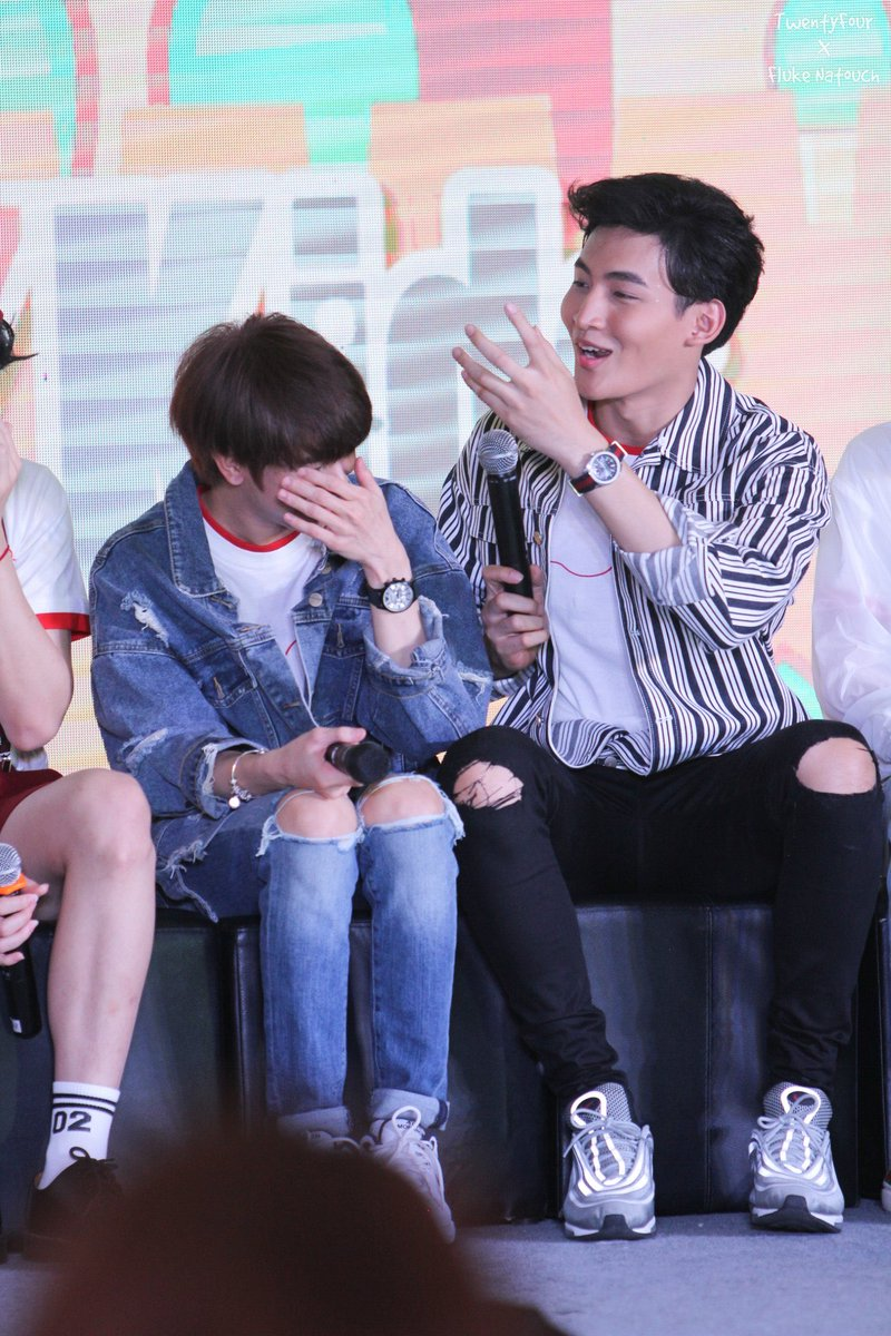 Ohm:I didn't grab it hard I just squeezed it a bit  P'new: I told you to do it softly  Fluke: we are in public and you are talking about MY ASS I need to go #UWMAseries <br>http://pic.twitter.com/YrqlwJzzPX