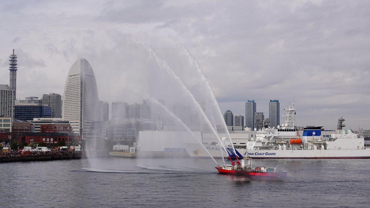 """うみぎり ar Twitter: """"今日の横浜消防出初式の一斉放水です。 まず ..."""