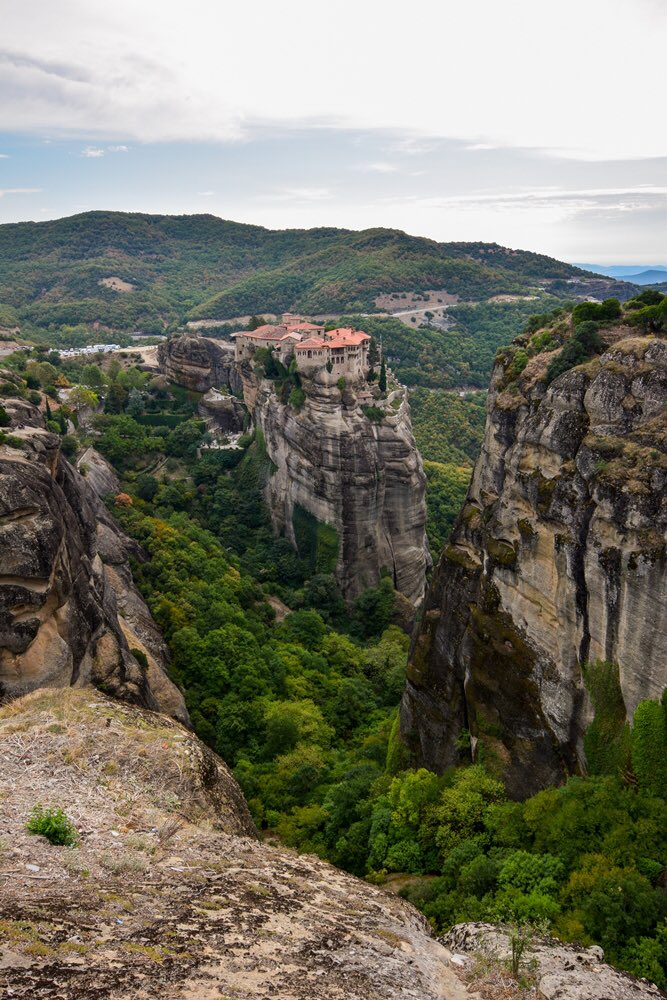 ⛪️ ⛪️ New Blog Post ⛪️ ⛪️ My guide to the monasteries of Meteora is now live. Find out how I saw all 6 monasteries, gasped at sunsets, & befriended a stick. carpediemeire.com/2020/01/12/vis… #Travel #TravelTribe #Greece @VisitGreecegr #meteora @windsofjane @Sostraveluk @perthtravelers