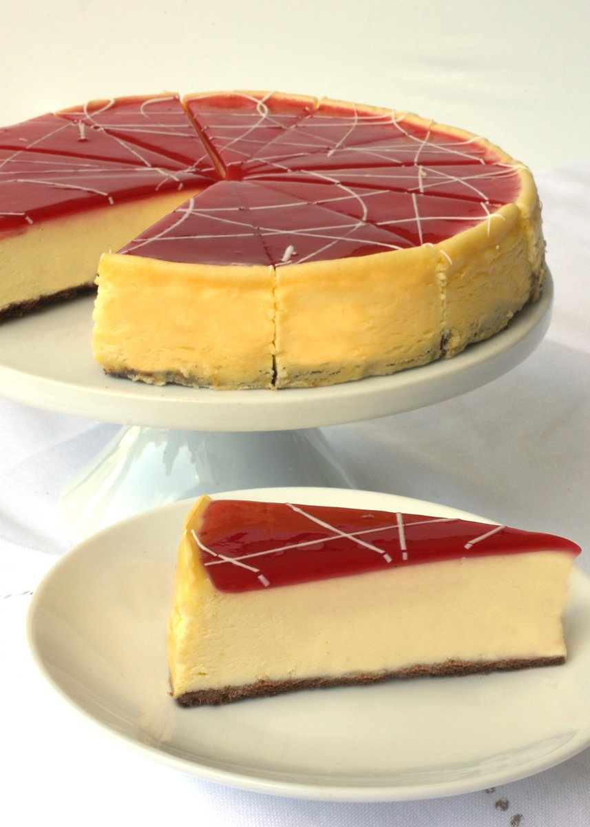 White chocolate cheesecake topped with a mirror of red raspberry purèe and splash of white chocolate baked on a dark chocolate cookie crust. Order Eli's White Chocolate Raspberry Cheesecake online today! https://shop.elicheesecake.com/product/white-chocolate-raspberry-cheesecake … #MadeInChicago pic.twitter.com/pQgzN6Lcek