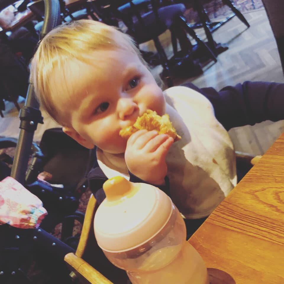 When Yorkshire pudding is life #babyheidi #yorkshirepudding #yorkshiregirl #familydaysoutpic.twitter.com/xu8YHNSSMb