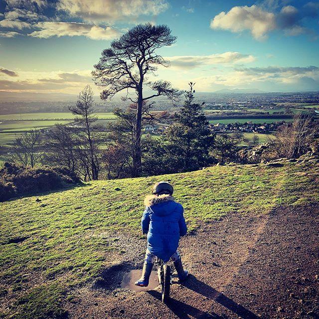 Amazing how far/high you can get on a @bradwiggins #BalanceBike. #shropshirelad #barnaby #shropshire #countryside #ig_countryside #haughmondhill https://ift.tt/3a5wq5ipic.twitter.com/9ELeX8PZds