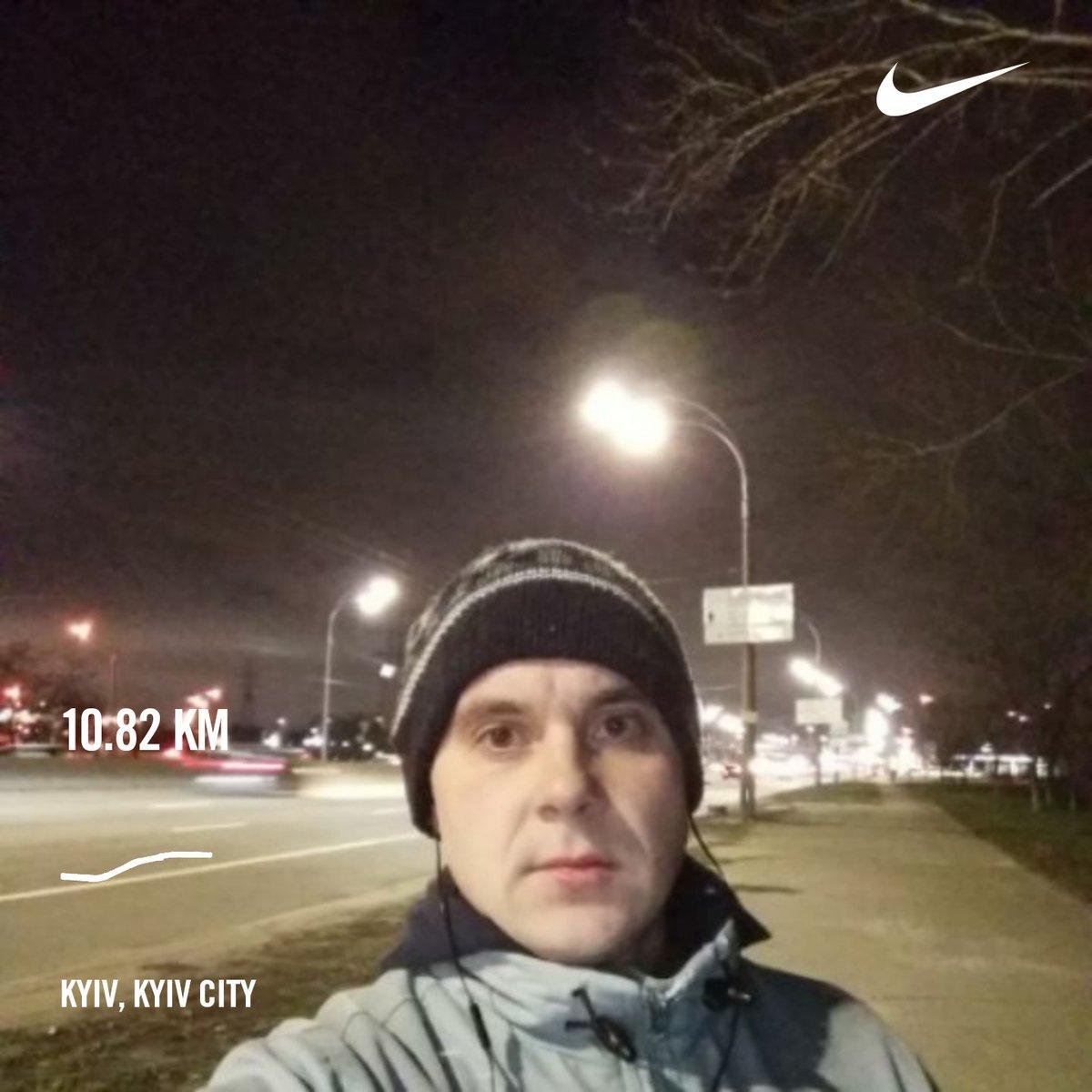 Done 10.82 km in 60 min.Better pace now - 5.34 min/km.+2C. #nikerunclub #sundayrun #eveningrun #winter #moreruns #nonstop #keepfit #sports #worldrunner #runforpeace #nightlights #overthebridge #gogogopic.twitter.com/CAYJbHgSBv