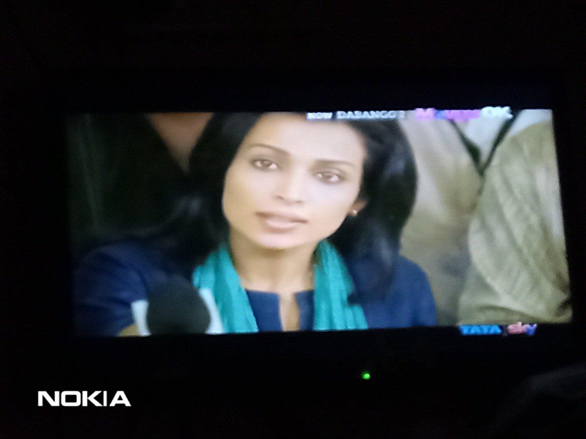@Flora_Saini memorable scene #dabbang2 Peace loving inspector @BeingSalmanKhan