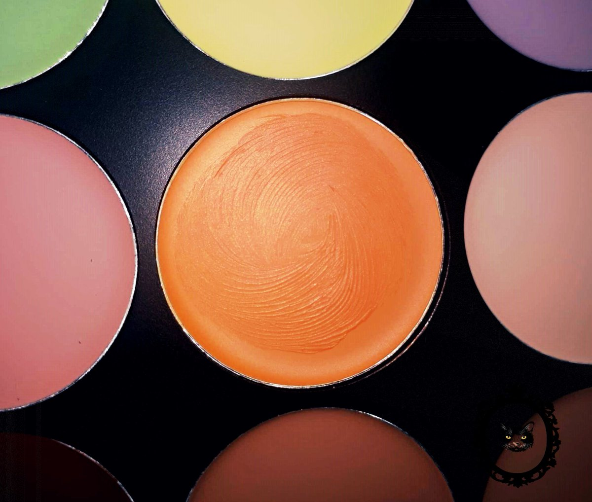 https://tzotzosworld.blogspot.com/2019/12/blog-post_26.html… New #blogpost !Favorite orange product! @ElixirLondon  #elixirmakeup #blogger #greekblogger #BeautyBloggers #makeupblog #makeup #favorite #makeupproductpic.twitter.com/jI7Uu5Beb0
