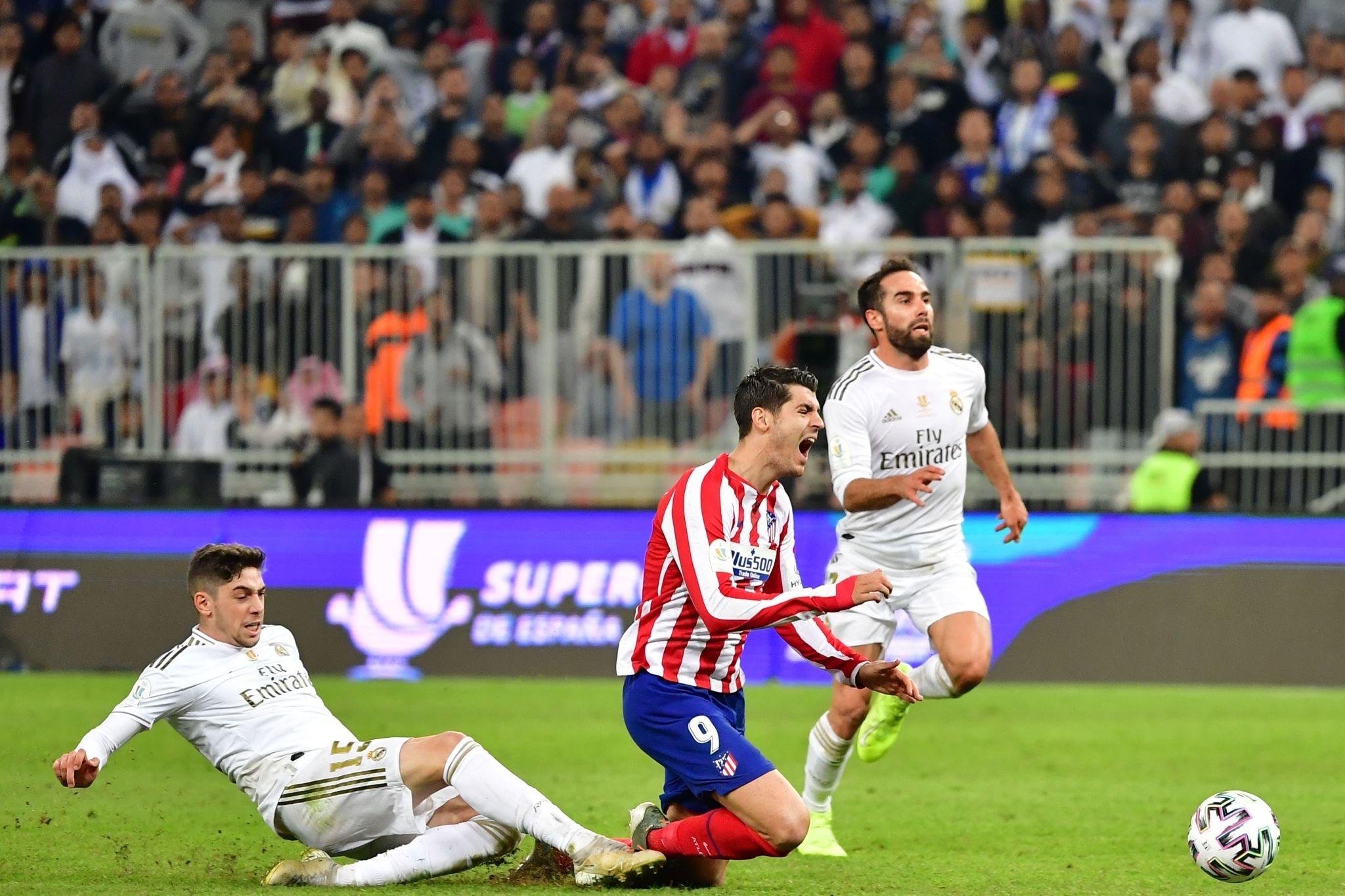 Pelanggaran yang dilakukan Federico Valverde terhadap Alvaro Morata di final Piala Super Spanyol, Minggu (12/1/2020) malam atau Senin dinihari WIB