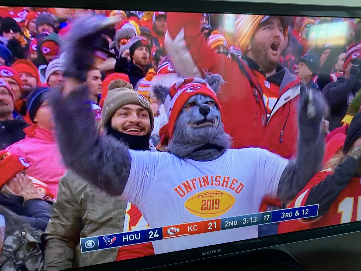.@monuwwarah, you went to the game as a lone wolf?