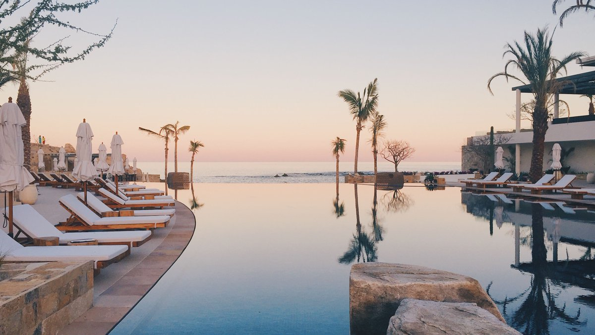 Psst: RTR Unlimited members! You could win the ultimate warm-weather escape 💥  Refer your friends to Unlimited for a chance to win a trip for 2 to the luxurious @ChilenoBayCabo, plus a fully-rented vacation wardrobe 😉  Get the full deets here ➞ http://bit.ly/CaboRTRSweeps