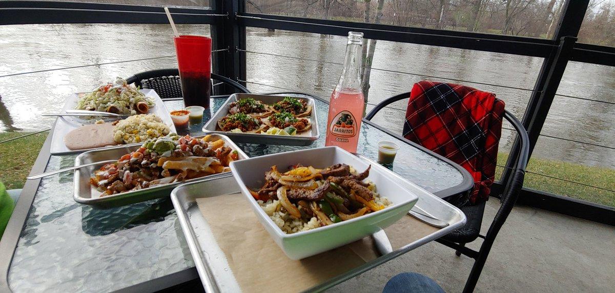 #lunchvibe #summerinwinter #FlatRockpic.twitter.com/X4DYWODEf7