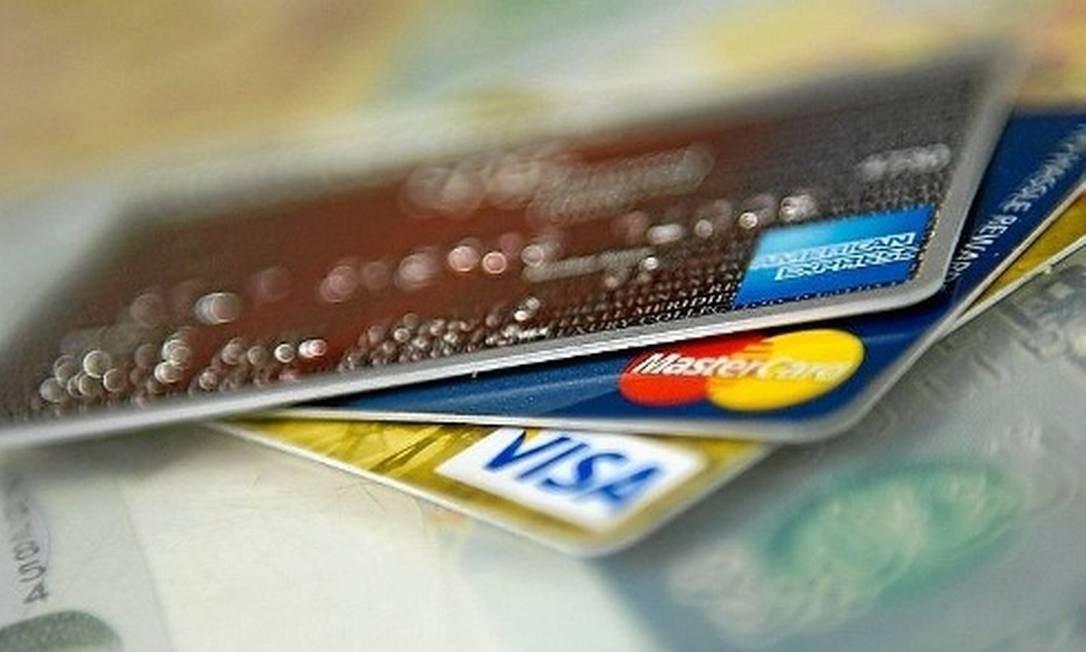 Homem furta cartões magneticos e realiza compras de mais de mil reais em Icó   https://portaliconews.com/noticia/6629/homem-furta-cartoes-magneticos-e-realiza-compras-de-mais-de-mil-reais-em-ico.html…  Portal Icó News, Credibilidade é Tudo!  #portal #icó #news #credibilidade #site #notícias #icónews #midia #digitalpic.twitter.com/bSiy0taQJ5