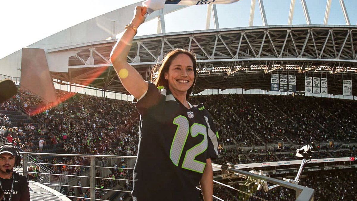LET'S GO HAWKS!! 👊 LET'S GET THIS WIN! 💪 @Seahawks @S10Bird #SEAvsGB