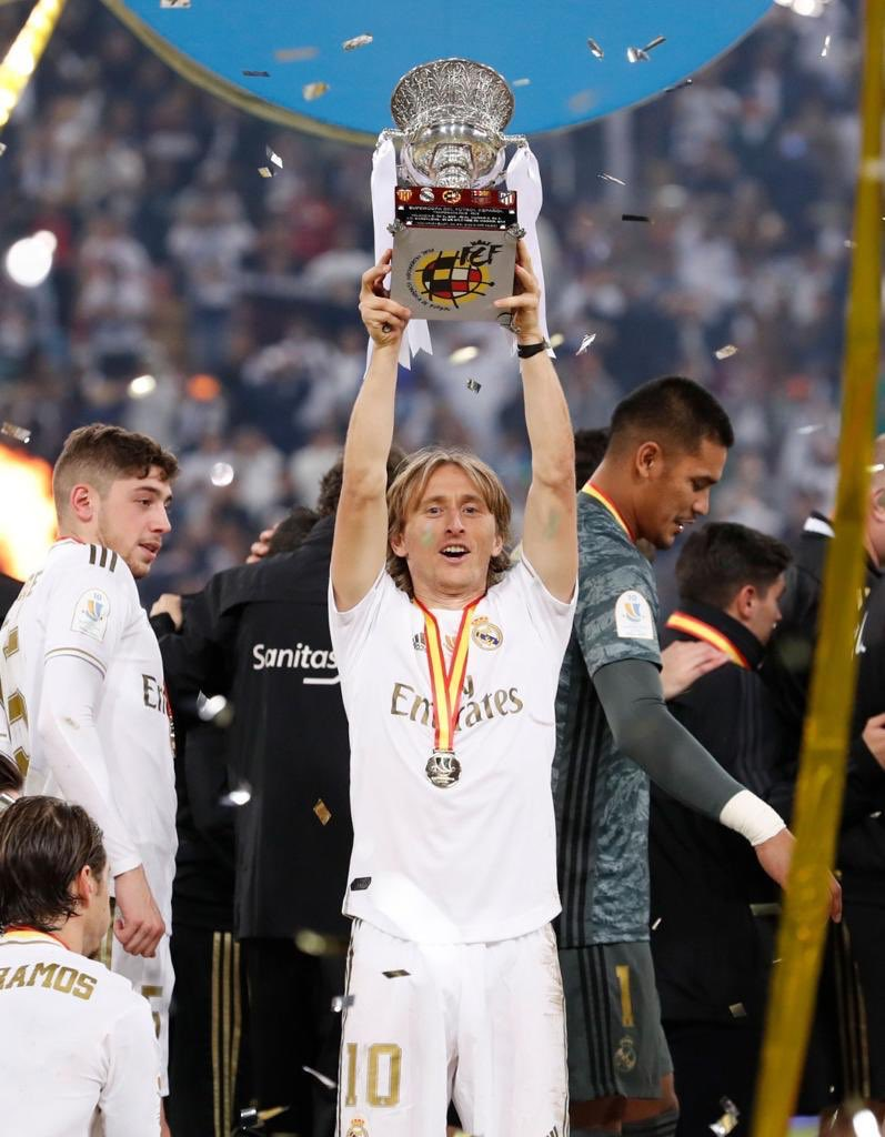 Supercampeones! 🏆🥇 Happy to start the year winning another trophy 🙏😄 #HalaMadrid