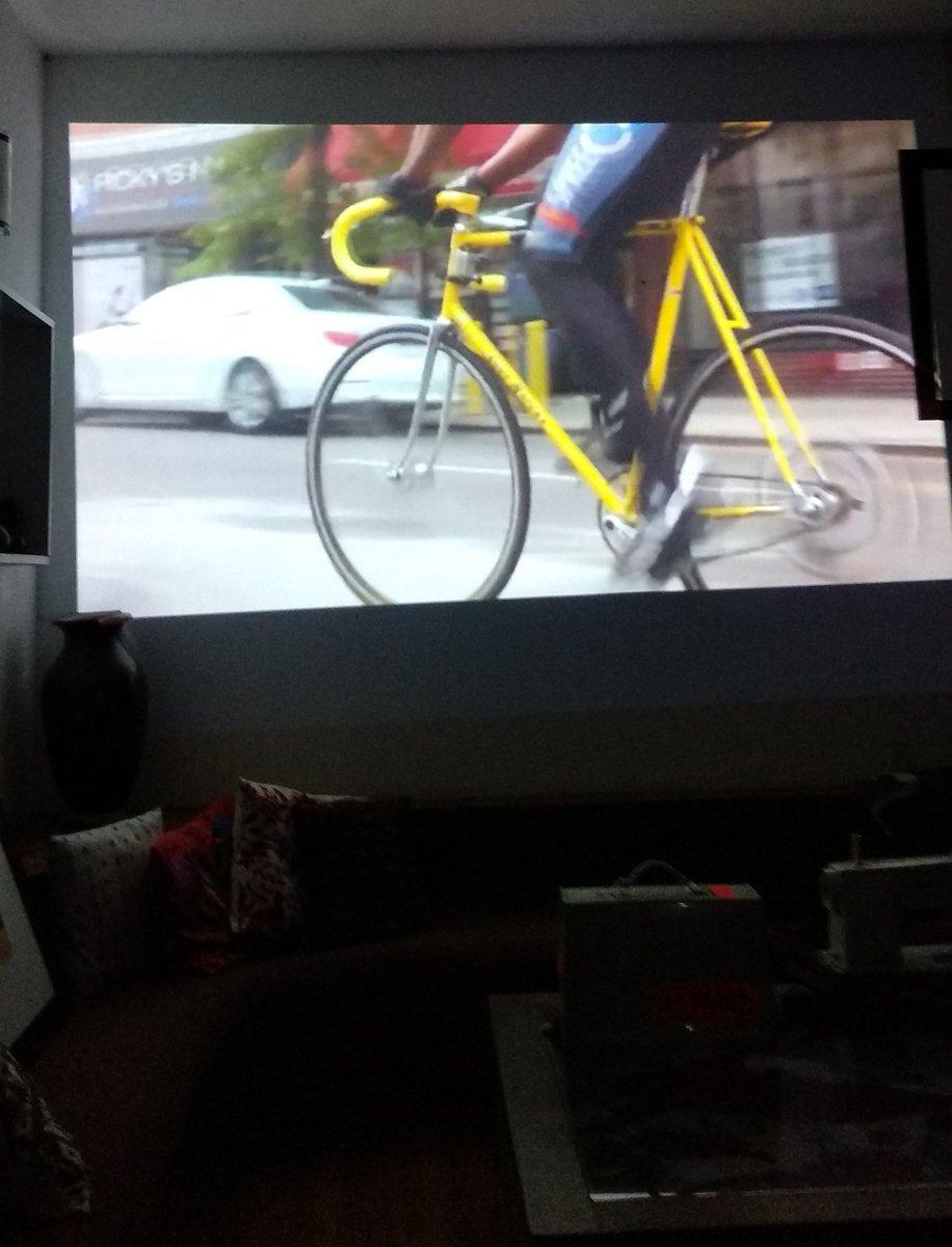 ¿Acabo de ver 54 minutos de güeyes andando en bicicleta por Nueva York? Acabo de ver 54 minutos de güeyes andando en bicicleta por Nueva York #BicycleFilmFestival #EmpireBegins https://t.co/eDsr3keIXD