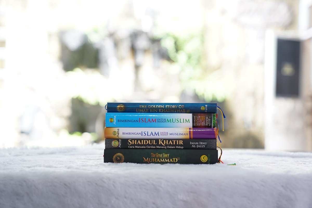 Assalamu'alaikum sahabat,   Senin tiba, semangat baru pasti ada!   Oh iya sahabat, siapa aja nih yang sudah punya kelima koleksi buku best seller kami?   #berbagisemangat #beraniberhijrah #semangathijrah #yukhijrahpic.twitter.com/3XVJ2LJ1T1