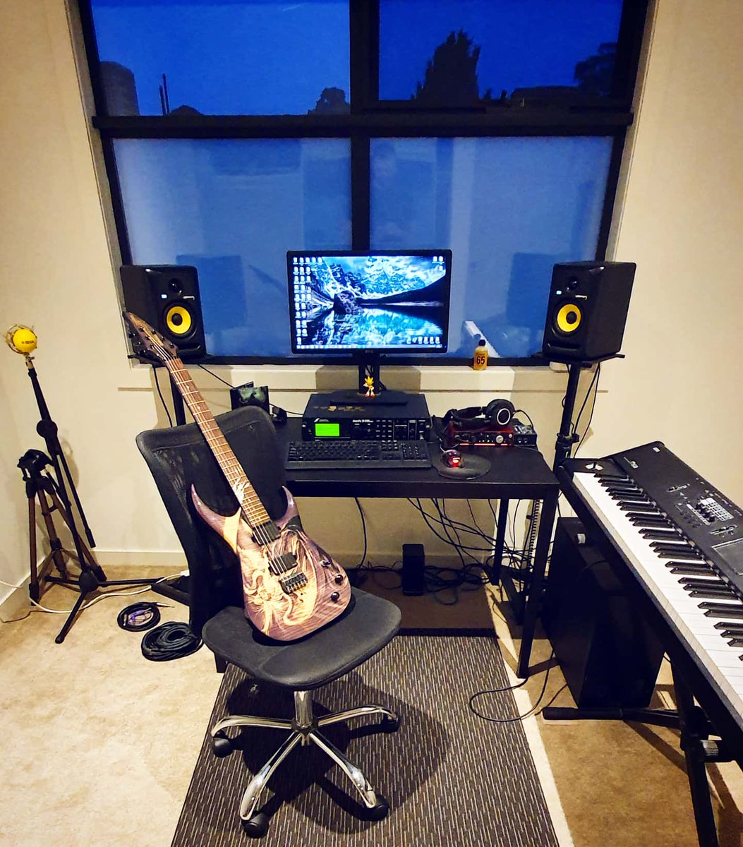 The new studio is looking sharp! Lots of exciting music to be made here in the coming months! ______________________________ #musicstudio #guitar #guitarist #axefx #focusrite #korg #audiotechnicapic.twitter.com/8pXX6JpC5Z