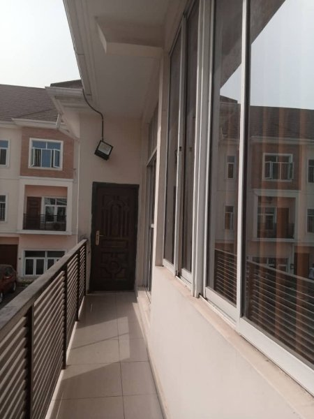 Super Monday deals   Renting out a 4 bedroom Terrace duplex service duplex at Osapa London for 2.8M.  You can pay us later @kwaba_ng   #mondaydeals #rentnowpaylater #lekkihomes #housesinlekki #lagoshomes #housesinlagos #realestateinlekki #realedtateinlagos #lagosrealtor pic.twitter.com/U5GX1pvOrE