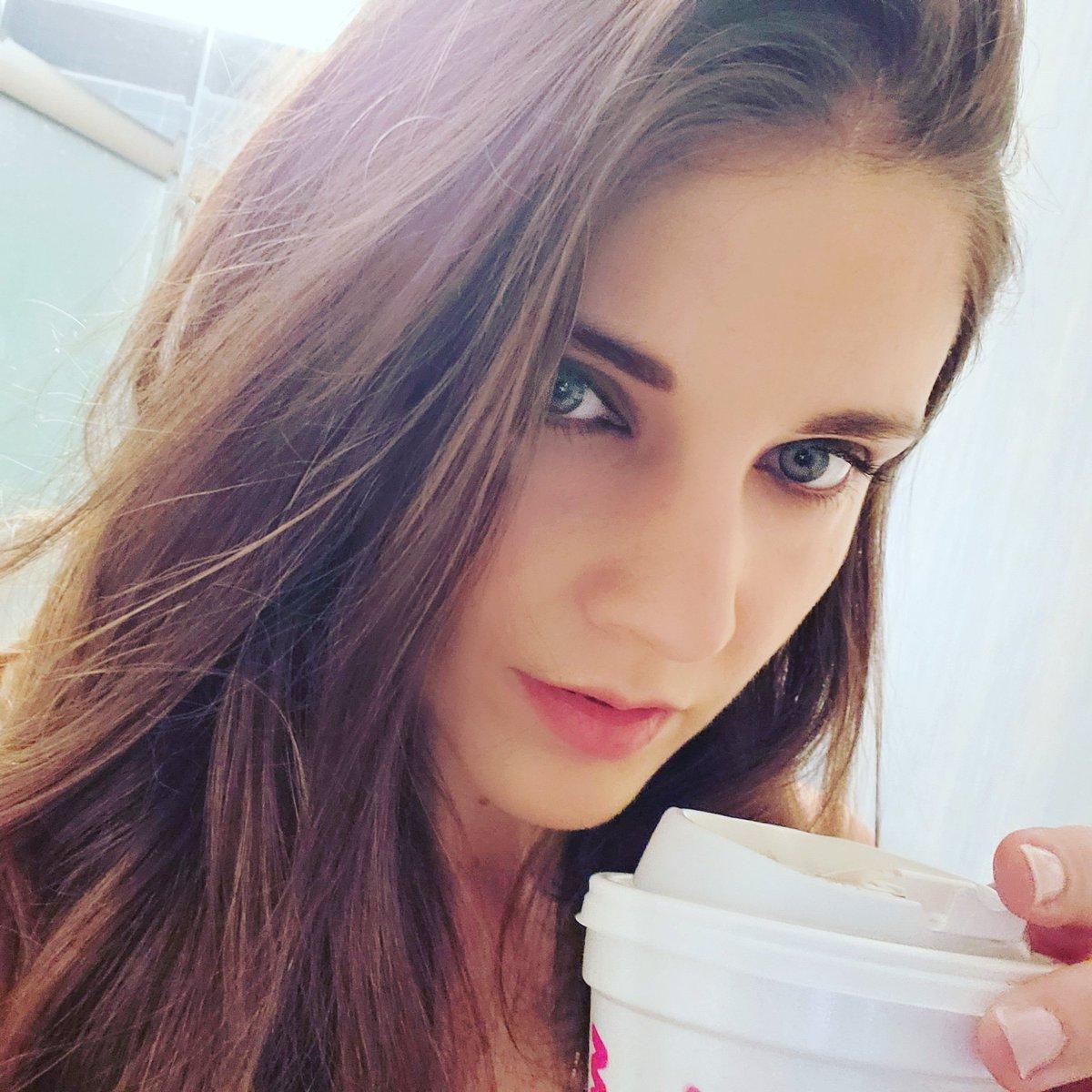 Good Morning Mamas! I hope you have a fabulous day and week, coffee cheers  Be confident. Be strong. Feel beautiful! #mtsm #happymonday #coffee #coffeecheers #momlove #selfie #instamom #igmotherhood #monday #mondaymood #morning #goodmorning #blueeyes #wlyg #momselfie #mondayspic.twitter.com/lgA0191xGp