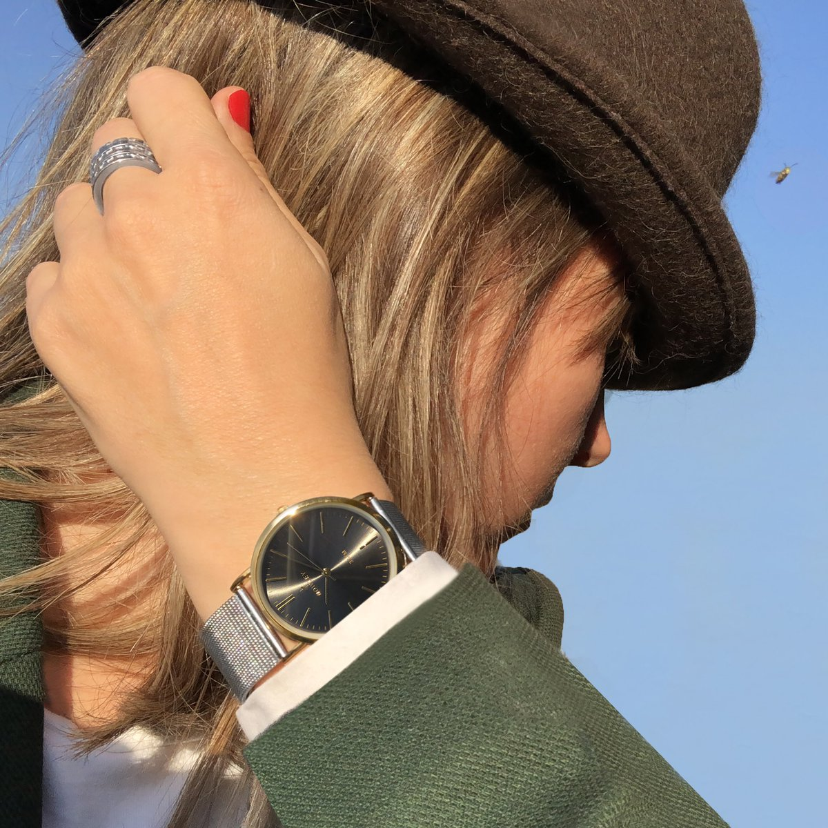 Chéquenlos RT nowley_relojes: Un reloj bicolor con mucho estilo #Nowley #Chic #bicolor #stylishwoman #fashion #cool #relojes #watches #woman #monday #bee #look #picofthedaypic.twitter.com/9s9Fcd6avv