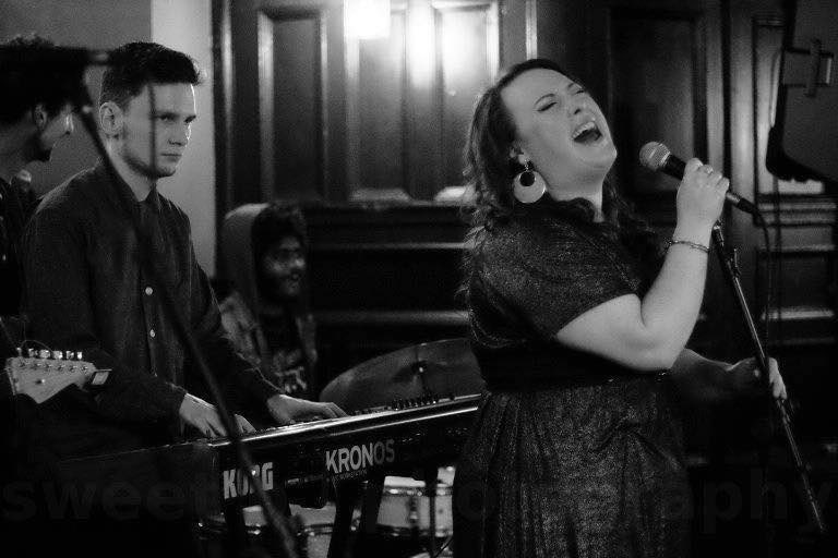 Soul Machine with Melisa & Dean  Melisa Kelly & The Smokin' Crows frontwoman brings you sassy sounds of the blues/soul/jazz persuasion  Free before 11pm Quirky cocktails available at our bar  Live talent, brought right to you at Riding Room #BottomsUppic.twitter.com/LwXNY3YHhn