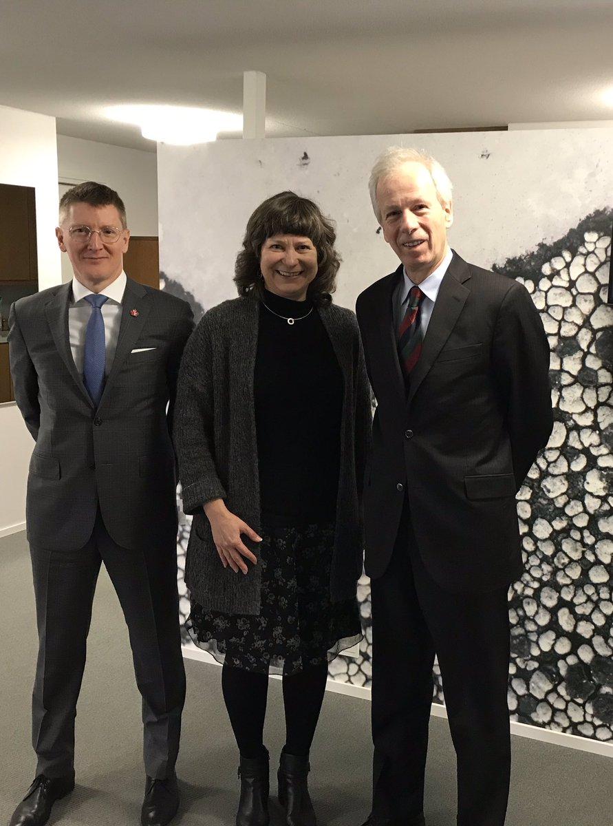 Avec la secrétaire d'État finlandaise pour l'environnement @lehtote et notre ambassadeur,  à la recherche des meilleures pratiques pour progresser vers la neutralité carbone.  La 🇫🇮 et le 🇨🇦 travaillent ensemble pour un monde plus vert! @CanEmbFinland