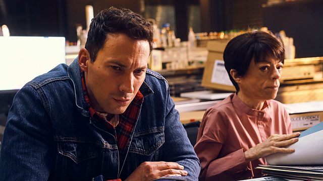 Tonight on #SilentWitness, the Lyell team try to work out if a missing teenager was killed by a stranger, or someone closer to home... 9pm | @BBCOne & @BBCiPlayer. 👉 bbc.in/2T6VjYu