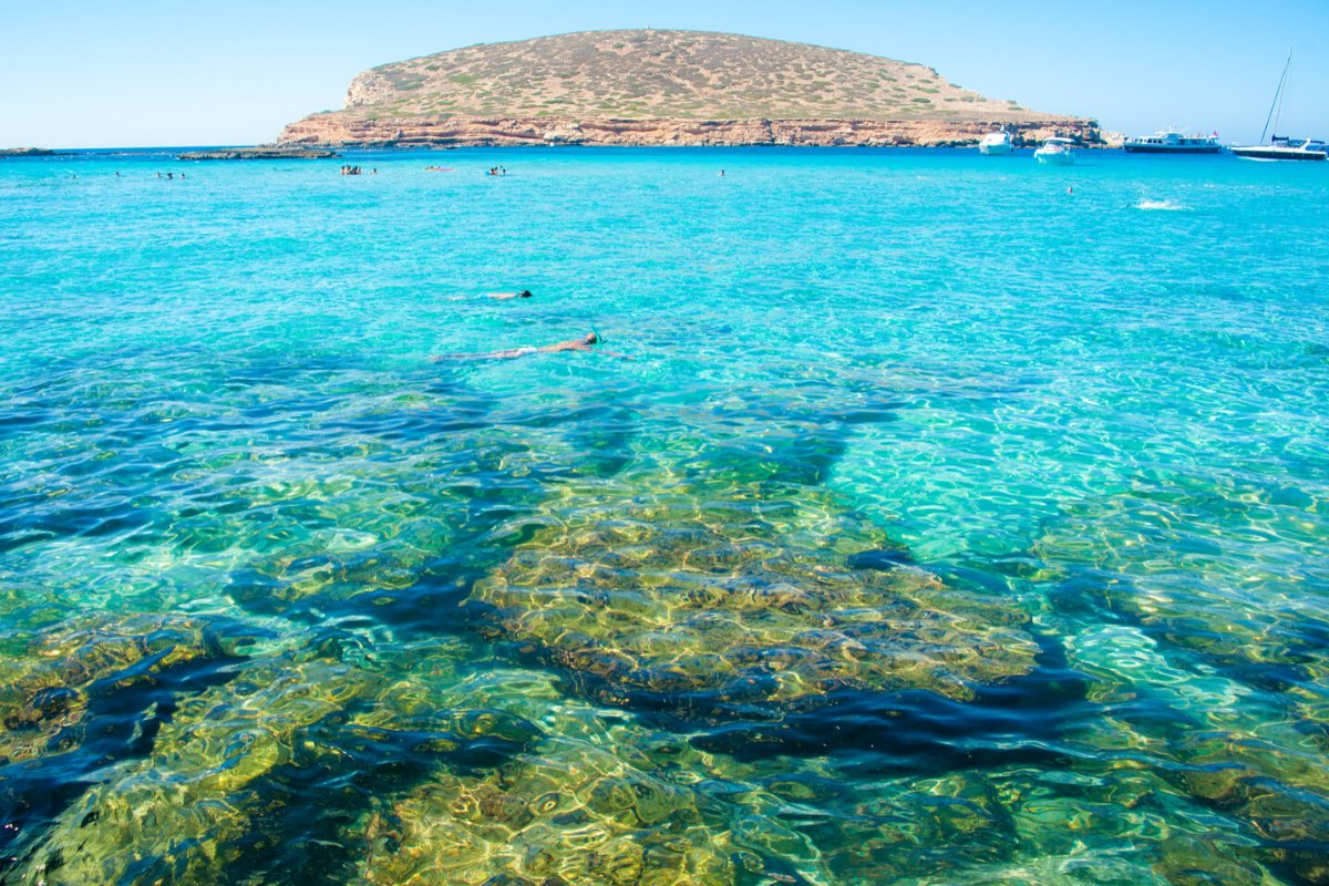 ¿Cuantas Calas tiene Ibiza? https://www.maxirentibiza.com/cuantas-calas-tiene-ibiza/…  #coches #ibiza #cochesibiza #rentacaribiza #aeropuerto #car #ibizabeach #beach #ibizacarspic.twitter.com/pqgaGAVs44
