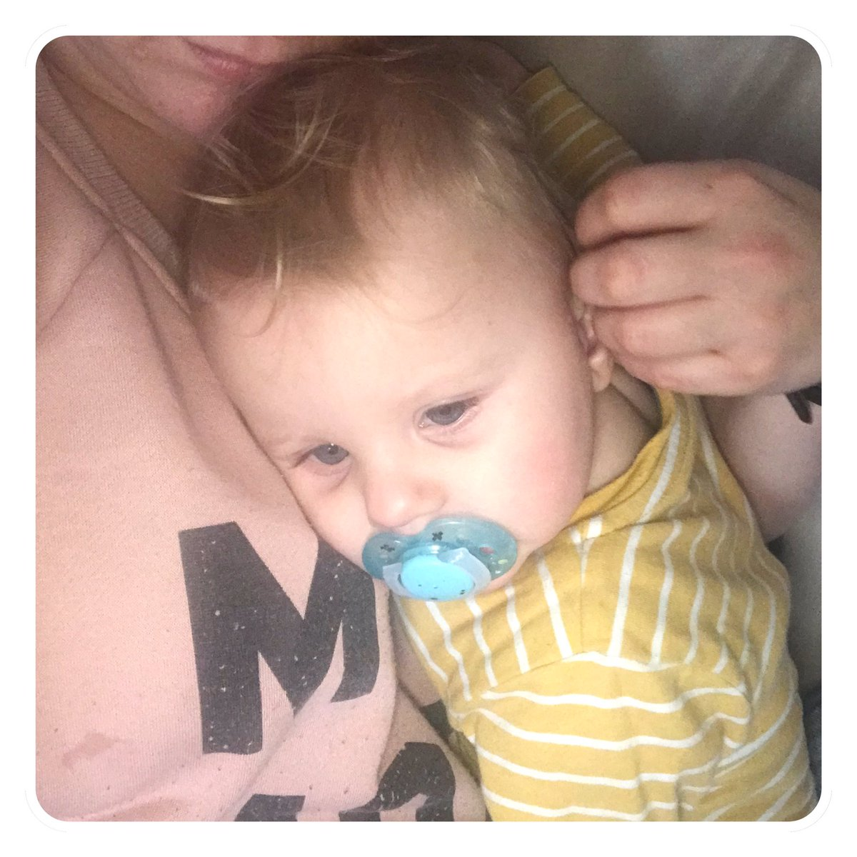 This one is still poorly 😢 He's slowly starting to get better but these past 2 weeks have been so hard as he's been clingy as hell 😢 #poorlybaby #breastfeedingmom